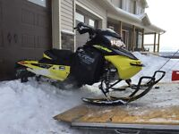 2015 ski Doo xrs renegade, only 2100 Kms,
