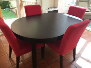 Dining Table and Four Chairs - Perfect for Family Meals!