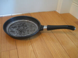 HEAVY THICK 10-in. GERMAN-MADE [stamped] DELUXE FRY PAN