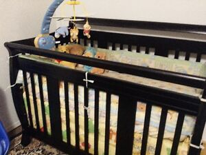 4 in 1 Convertible Crib with 4 piece Winni the Pooh bedding