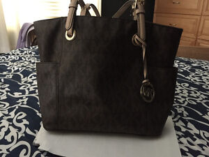 I ladies Authentic brown MK purse