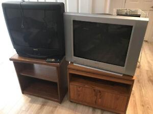 2  Télévisions 27 po avec les meubles rotatif