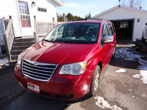 2008 Chrysler Town & Country Touring Minivan, Van