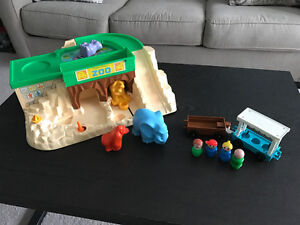 Vintage Fisher Price Little People Zoo set!