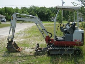 mini excavatrice pelle minipelle kubota case cat TAKEUCHI