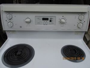 G E ELECTRIC STOVE VERY CLEAN