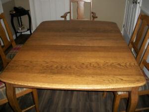 PRICE REDUCED $1400.00ANTIQUE DINING ROOM SET