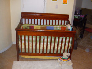 Solid wood Baby crib set 4 in1 (mattress,bedding set,toy).....