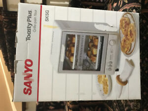 Sanyo Toasty Plus Toaster/Snack Maker Brand New- Never Used!