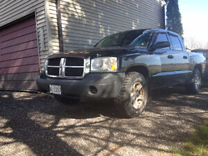 2005 Dodge Dakota 4 door Pickup Truck