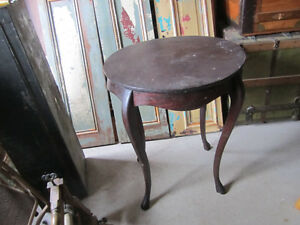 Round parlor table for upcycling.antique