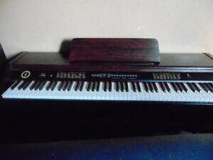 keyboard  piano with seat for sale