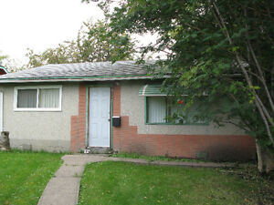 2 Bedroom House In Jasper Place Close To West Edmonton Mall