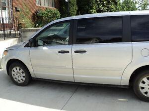 2009 Volkswagen Routan Minivan  Van