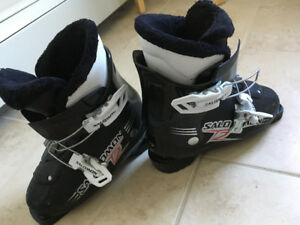 Children Salomon ski boots
