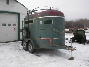 Wyle 2 horse trailer