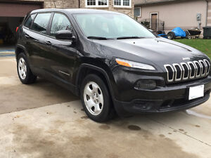 2014 MINT CONDITION JEEP CHEROKEE SPORT