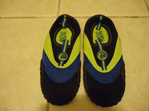 Water shoes sz 4 youth