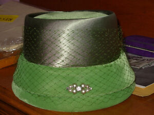 Emerald Green Pill Box Hat with Netting Around Top 1940-1960s. C