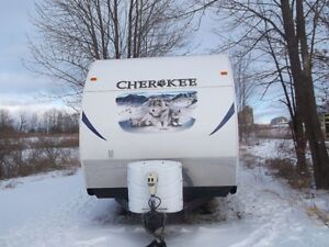 26 ft  CHEROKEE  TRAVEL TRAILER