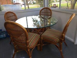 Table et chaises en rotin
