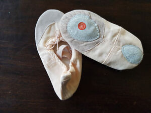 Ballet shoes, kids size 8, never worn