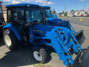 2019 LS XR3135 TRACTOR