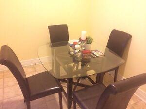 Ensemble de cuisine-1 table-4 chaises/ Dinning set!