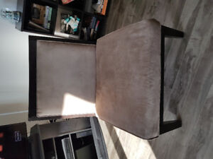 FREE!!! CHAIR.    PICK UP ONLY