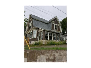 165 ST. GEORGE ST. MONCTON! WALKING DISTANCE TO DOWNTOWN!