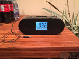 Brandstand alarm clock, BSC100, ipod, aux cable, antenna radio !