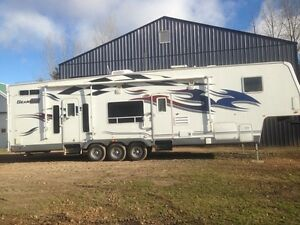 2007 GEARBOX 385. TOY HAULER. PRICE REDUCED. Yorkton sk