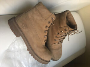 Nude/Taupe Timberlands size 6.5-7 women / 4.5Y