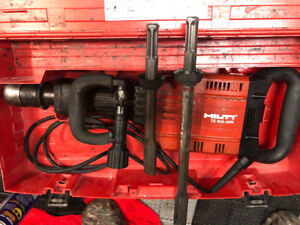 Hilti TE 905 with one chisel