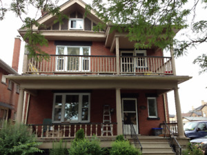 Nice 4-bedroom student home super-close to Laurier ($450/room)