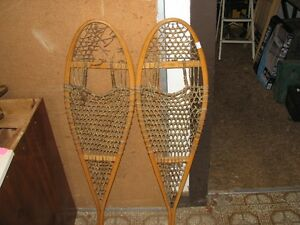 WALL HANGER SNOW SHOES