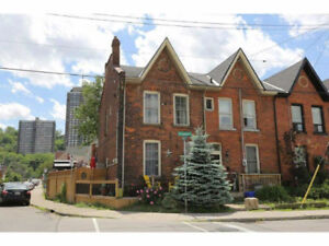 BEAUTIFUL 3BR TOWNHOUSE for RENT close to MAIN St E & JOHN St S