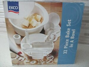 "32 PIECES ""EKCO BRAND"" BAKE SET IN A BOWL~NEW~IN~BOX~SMOKE FREE!"