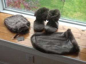 """Slippers -Restoration Hardward """"Luxe Fur""""  @ Water Bottle Kingston Kingston Area image 1"""
