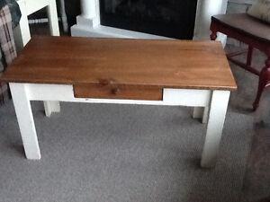 Pine coffee table - NEW