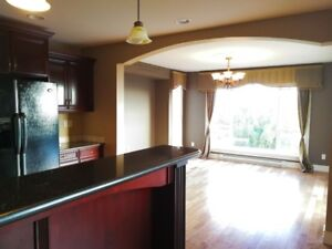 5 bedrooms house in Coquitlam for rent $3800/M