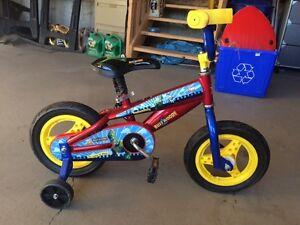 Buzz Woody Bike w/ Training Wheels