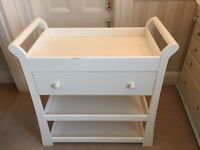 Mamas and Papas changing table starion