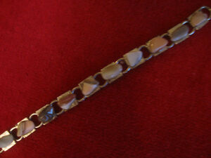LITTLE GOLDTONE VINTAGE 8-INCH POLISHED-STONE BRACELET