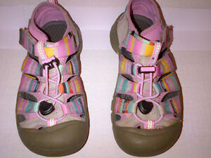 KEENS Kids SEACAMP CNX Shoes Size US 1  in MINT condition!!