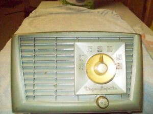 1954 Bakelite Radio Majestic model R541 Working condition.
