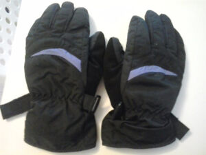 Old womens ski gloves (small)