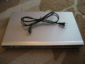 Clairtone DVD PLAYER --- Beautiful SILVER / MIRRORED Look!!