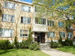 31/2 TERRIFIC, LARGE, MOVE-IN COND., TOP FLOOR, Cote Des Neiges