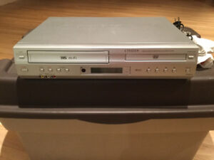 LECTEUR VHS / DVD